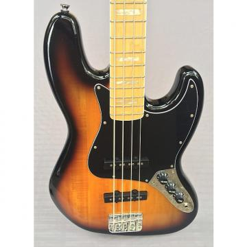 Custom Squier   '77 Vintage Modified Jazz Bass In 3-Color Sunburst