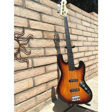 Custom Squier by Fender Fretless Jazz Bass 2009 3 Tone Sunburst