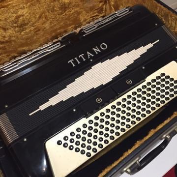 Custom Titano Standard