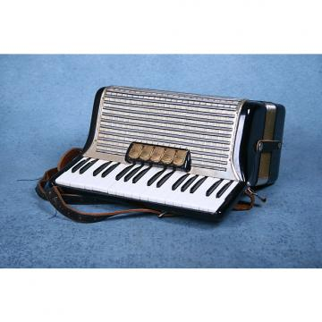 Custom Hohner Concerto II 72 Key Bass Piano Accordion w/Case & Straps - Preowned