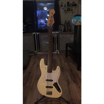 Custom Fender Fretless Jazz Bass Cream