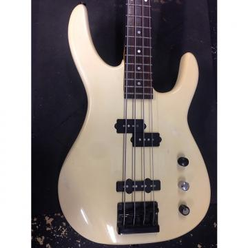 "Custom Fender  Squier ""E"" Series Bass Black / Cream"