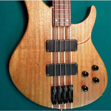 Custom Peavey Grind Bass 4-String Neck-Through Passive Bass natural color with hardshell case