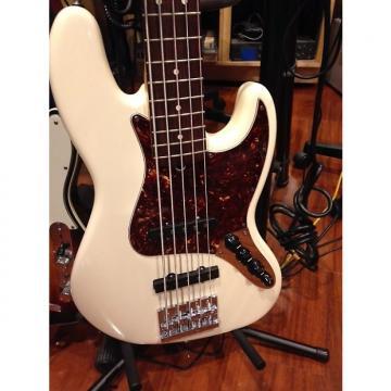 Custom fender 5 string jazz bass Artic White