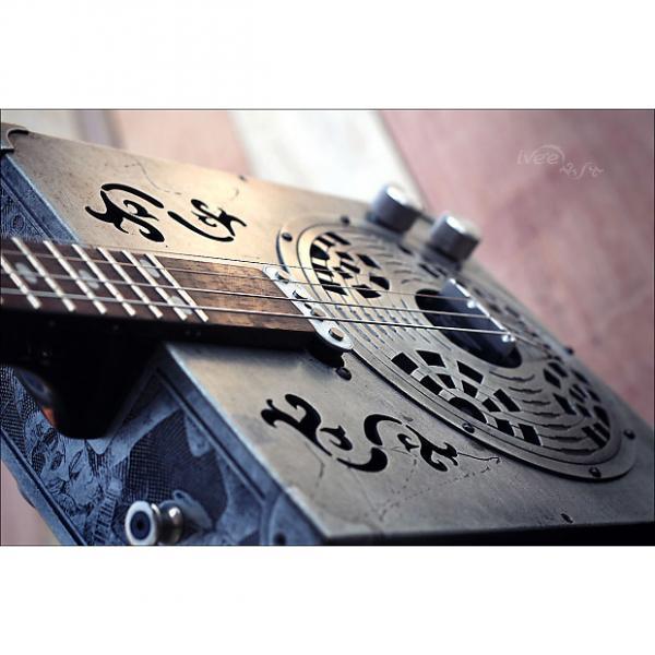 Custom iVee Cigar Box Guitar CBG #21 - Aluminum Body - Spider #1 image