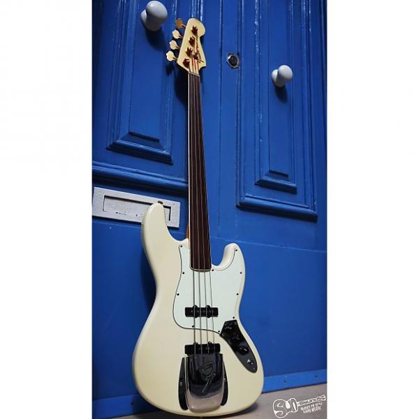 Custom Fender Standard Jazz Bass Fretless 2005 Vintage White #1 image